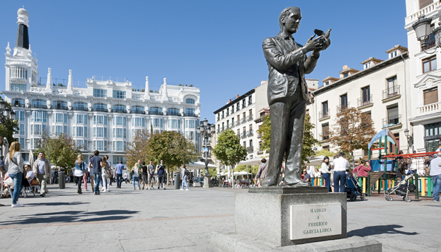 Estatua de Federico Garcia Lorca